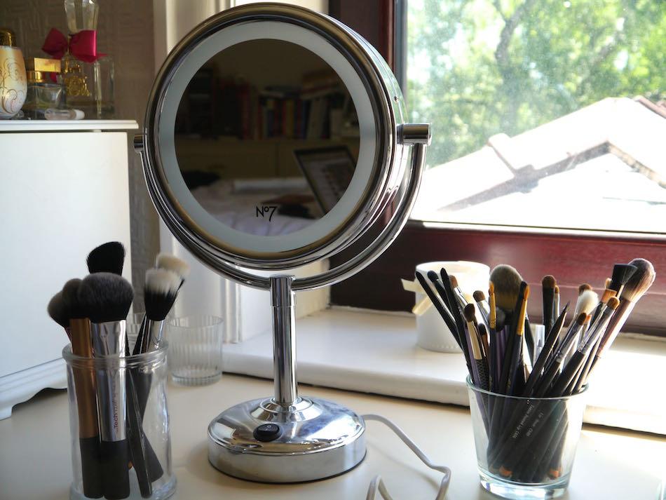 Best illuminated makeup mirror 2018 best reviewer for Makeup mirror
