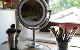 best illuminated makeup mirror